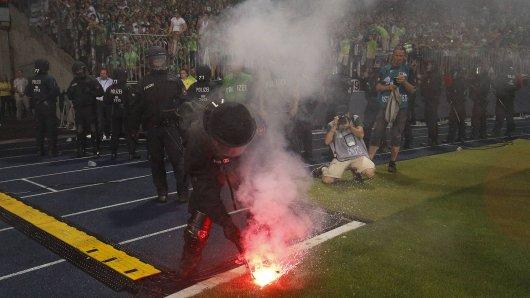 Bei Eintracht-Fans wird die Partie schmerzliche Erinnerungen an die Relegation im Jahr 2017 wecken. (Archivbild)