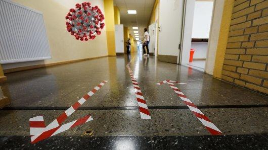 Eine Schule und Internat in Erfurt stehen wegen eines Corona-Falls unter Quarantäne. (Symbolbild)