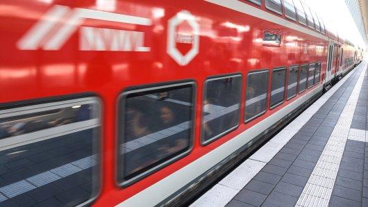 Eine Frau hat ihren Zug verpasst, was sie dann macht, ist absolut lebensgefährlich! (Symbolbild)