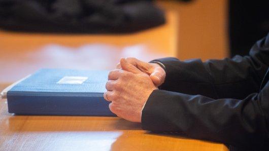 Ein Ex-Pastor muss sich in Hildesheim vor Gericht verantworten. Der Vorwurf: 163-facher Betrug!