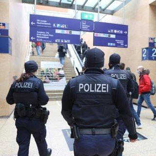 Skurrile Szenen am Hauptbahnhof Hannover! Der Polizei kommt das gleich komisch vor. (Symbolbild)