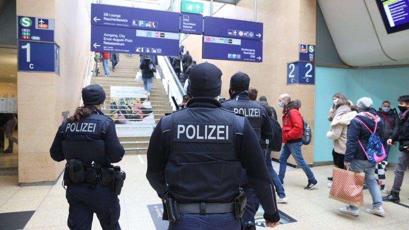 Hannover-Skurrile-Szenen-am-Hauptbahnhof-der-Polizei-kommt-das-gleich-komisch-vor