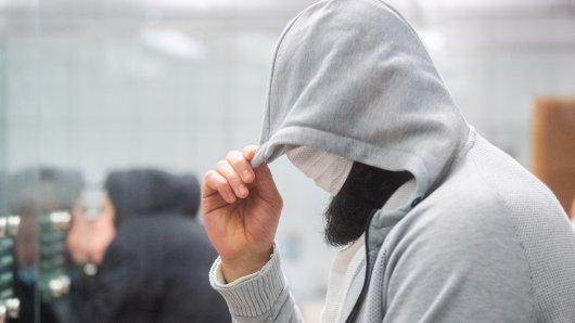 Der unter dem Namen Abu Walaa bekannte IS-Chefanwerber in Deutschland ist zu zehneinhalb Jahren Haft verurteilt worden.