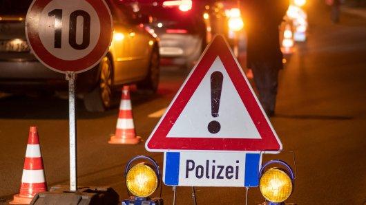 In Hannover hat ein Raser zwei Radfahrer angefahren. (Symbolbild)