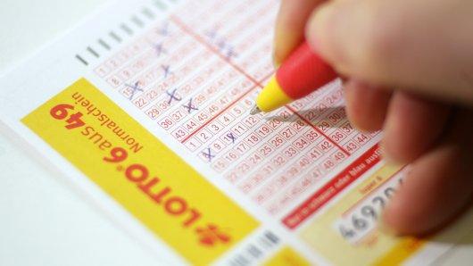 Beim Lotto Niedersachsen haben gleich fünf Glückliche abgeräumt. (Symbolbild)