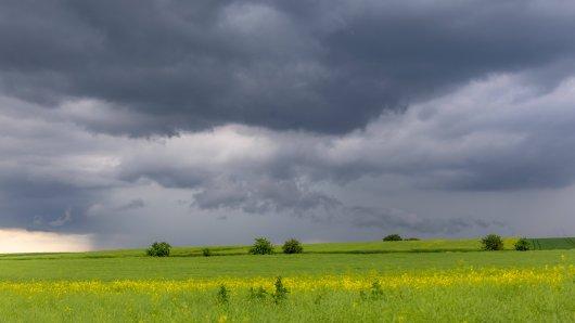 In Niedersachsen wird es ungemütlich! Wo es richtig krachen kann, verraten wir dir hier. (Symbolbild)