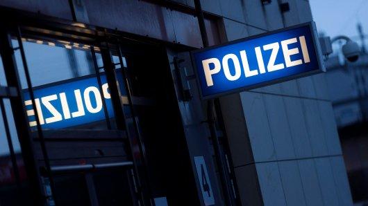 Ein Mann hat einen krassen Fund auf einem Parkplatz in der Braunschweiger Weststadt gemacht. Sofort ist er zur Polizei gegangen! (Symbolbild)