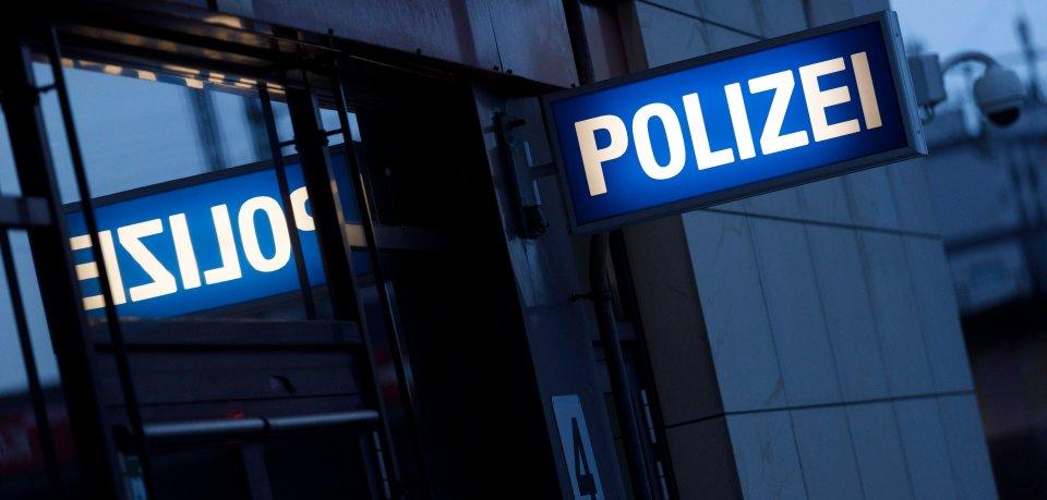 Ein Mann wollte seinen Autoschlüssel bei der Wolfsburger Polizei abholen. Doch er beging einen dummen Fehler. (Symbolbild)