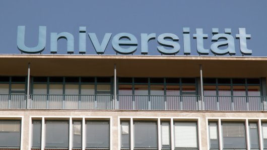 Niedersachsen: Studierende kehren zurück in die Unis.
