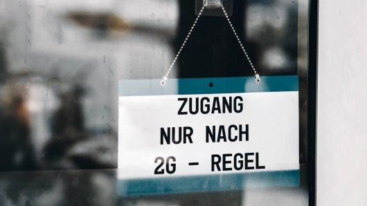 Treffen schärfere 2G-Regeln ärmere Menschen härter? Die Landesarmutskonferenz hat genau diese Sorge. (Symbolbild)