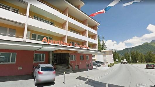 Ein Schweizer Hotel richtete an jüdische Gäste die Aufforderung, sie sollen duschen.