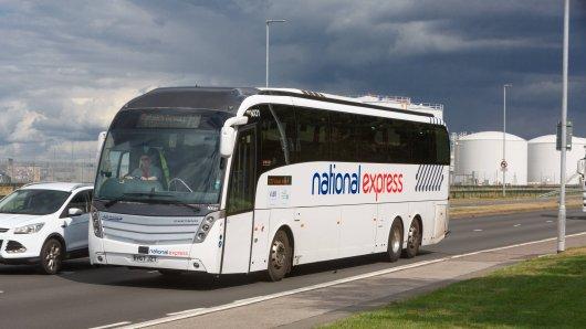 """In einem Bus des Anbieters """"National Express"""" benahmen sich mehrere Reisende völlig daneben. (Symbolfoto)"""