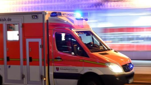 Mit einem Rettungswagen war die verletzte Frau aus ihrer Wohnung im Bad Harzburger Ortsteil Bündheim in ein Krankenhaus nach Braunschweig gefahren worden (Symbolbild).