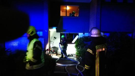 Ein Trupp ging unter Atemschutz in die Wohnung.