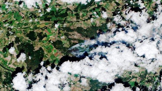 Rund 470 Hektar  Wald waren bis zum Abend nach Behördenangaben von dem Feuer betroffen.