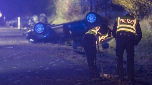 In Peine überschlug sich ein Auto, der Fahrer flüchtete. (Symbolfoto)
