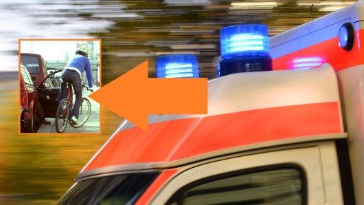 Ein Mann hat seinen Transporter in einer Straße in Peine geparkt. Als er die Tür öffnet, kommt es zu einem schrecklichen Unfall. (Symbolbild)