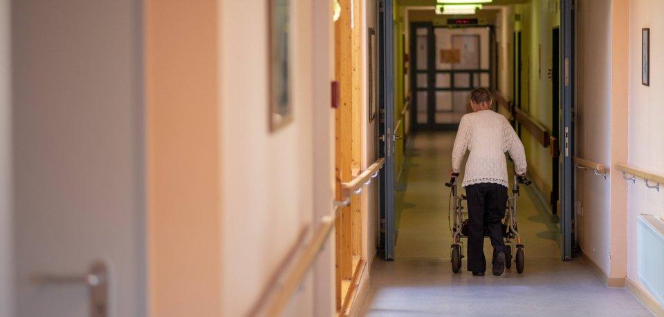 Die Corona-Krise sorgt dafür, dass viele Menschen sich in Pflegeheimen sehr einsam fühlen. Keine Besuche mehr, keine Gruppenangebote mehr... deshalb hat sich der Kreis Peine eine besondere Aktion ausgedacht. (Symbolbild)