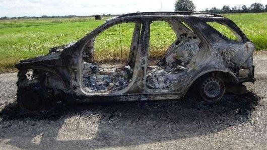 In Peine wurde ein ausgebrannter Pkw gefunden, der der Polizei Rätsel aufgibt.