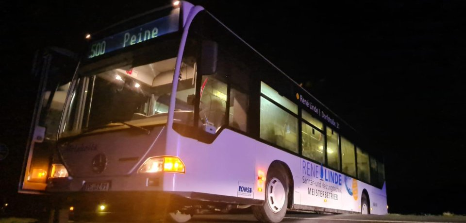 Malheur im Kreis Peine: Ein Busfahrer hat ausgerechnet an seinem ersten Arbeitstag für stundenlanges Chaos gesorgt.