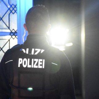 Die Polizei hat eine Gaststätte kontrolliert. Im Hinterrraum spielten sich verbotene Szenen ab. (Symbolbild)
