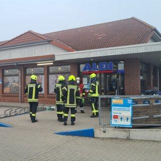 Die Feuerwehr Peine war am Donnerstag im Aldi. Allerdings nicht zum Einkaufen.