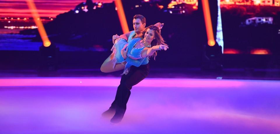 Nadine Klein und Niko Ulanovsky tanzen zu Senorita.