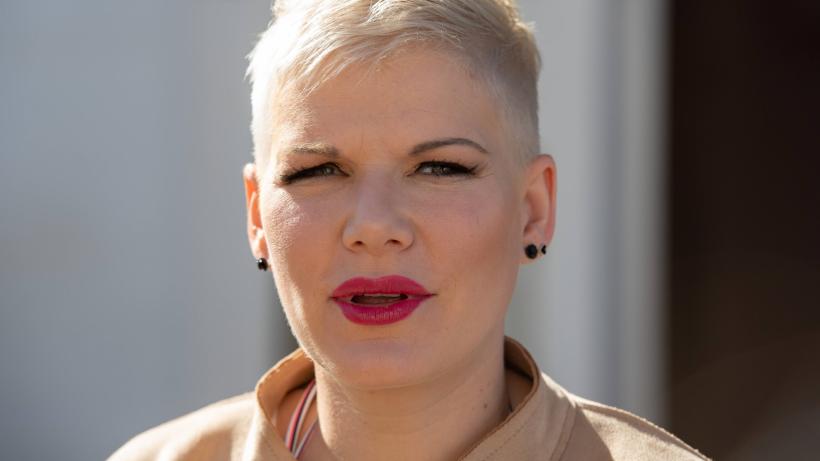 """Melanie Müller teilt Familienbild: Fans wütend – """"Zu besoffen, um zu checken..."""""""