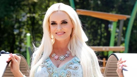Kult-Blondine Daniela Katzenberger hat sich nach einem Rückzug aus der Öffentlichkeit mit ungewohnt offenen Worten an ihre Fans gewandt.