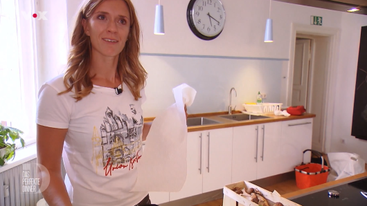 """""""Das perfekte Dinner""""-Kandidatin Julia überrascht ihre Gäste mit einer hauseignen Zutat."""