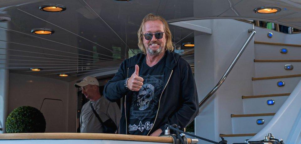 Robert Geiss an Bord seiner Yacht.