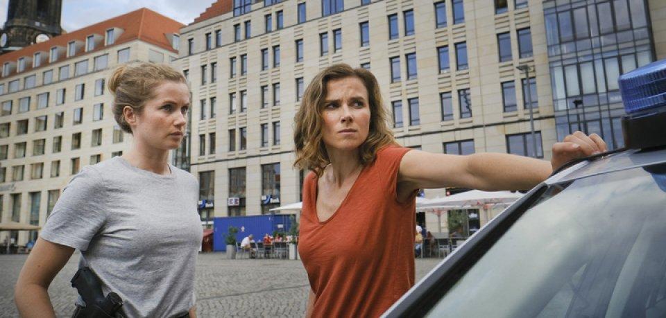 """""""Tatort"""": Die Dresdner Kommissarinnen Karin Gorniak (Karin Hanczewski) und Leonie Winkler (Cornelia Gröschel) ermitteln heute etwas später."""