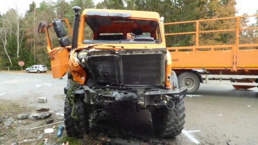 Der Unimog war nach dem Unfall nicht mehr fahrbereit - der Panzerspähwagen auch nicht.