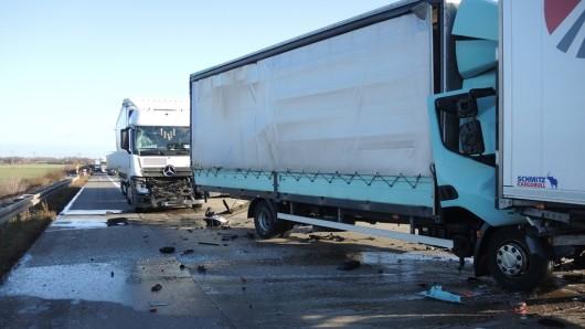 Durch die Autobahnpolizei wurde im Rahmen der Unfallaufnahme, Rettungs- und Bergungsarbeiten die A2 an der Unfallstelle für rund zwei Stunden vollgesperrt werden.
