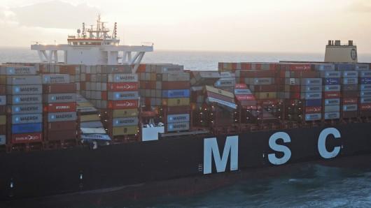Die Luftaufnahme aus einem Überwachungsflugzeug des Havariekommandos zeigt das Containerschiff MSC Zoe, das im Sturm fast 300 Container verloren hat.