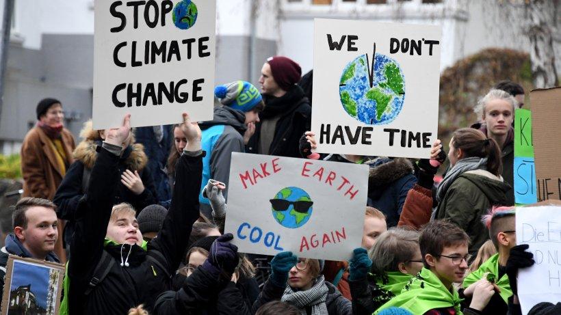 hunderte sch u00fcler demonstrieren f u00fcr bessere klimapolitik