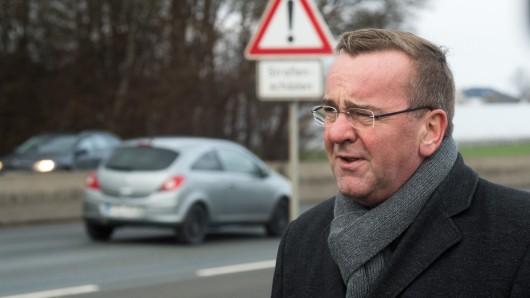Boris Pistorius (SPD), Innenminister von Niedersachsen, will bei Raser-Bußgeldern unterscheiden (Archivbild).