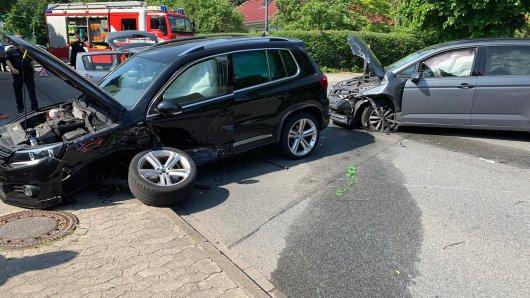 In Fallersleben kollidierten aus bislang nicht geklärter Ursache drei Fahrzeuge miteinander.