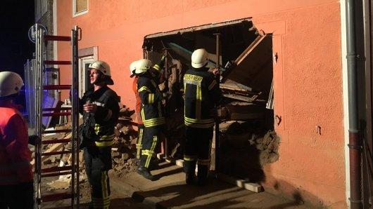 Aus bisher ungeklärter Ursache stürzte das Haus in Schöppenstedt ein.