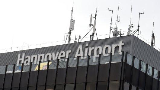 Mit einem Trick umgehst du die Parkplatzsuche am Flughafen Hannover. (Symbolbild)