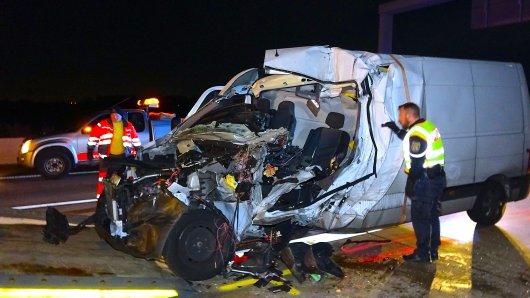 Auf der A2 bei Magdeburg ist ein Mann bei einem Auffahrunfall gestorben.