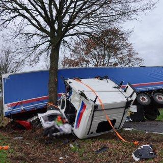In Sachsen-Anhalt ist es am Montagmorgen zu einem heftigen Lkw-Unfall gekommen.