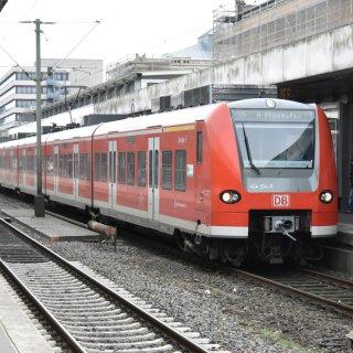 Hannover: Ein Mann ist am Mittwochabend am Hauptbahnhof ins Gleisbett gestürzt und von einer S-Bahn erfasst worden. (Symbolbild)