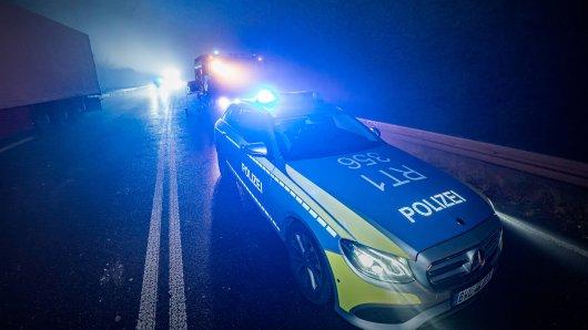 An Silvester ereignete sich in Niedersachsen ein schrecklicher Verkehrsunfall. (Symbolbild)