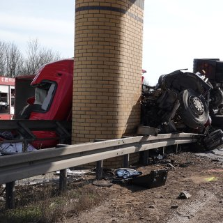 Auf der A14 bei Magdeburg hat es einen schweren Lkw-Unfall gegeben. Er wirkt sich auch auf die A2 aus.