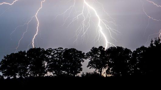 In Niedersachsen sind am Montag vereinzelt Gewitter möglich. Das Wetter zeigt sich in dieser Woche von seiner regnerischen Seite... (Symbolbild)