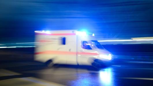 Die vier Verletzten kamen ins Krankenhaus. Die B1 war bei Cremlingen gesperrt (Symbolbild).