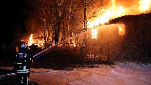 Die Feuerwehr war mit 70 Einsatzkräften im Einsatz, um das Feuer in Salzgitter zu bekämpfen.