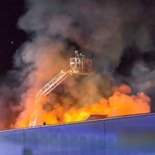 Im Juli 2017 brannte es bei der Spedition Eppers am Beddinger Hafen. Nun wurde der Mitarbeiter einer Firma für Mineralöl-Logistik wegen fahrlässiger Brandstiftung verurteilt.