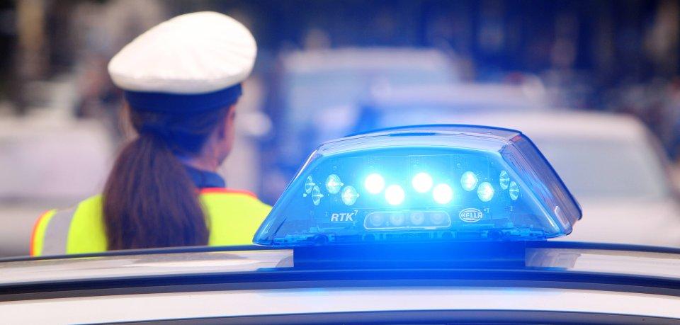 Die Frau aus Salzgitter-Lebenstedt schlug der Beamtin ins Gesicht. (Symbolfoto)
